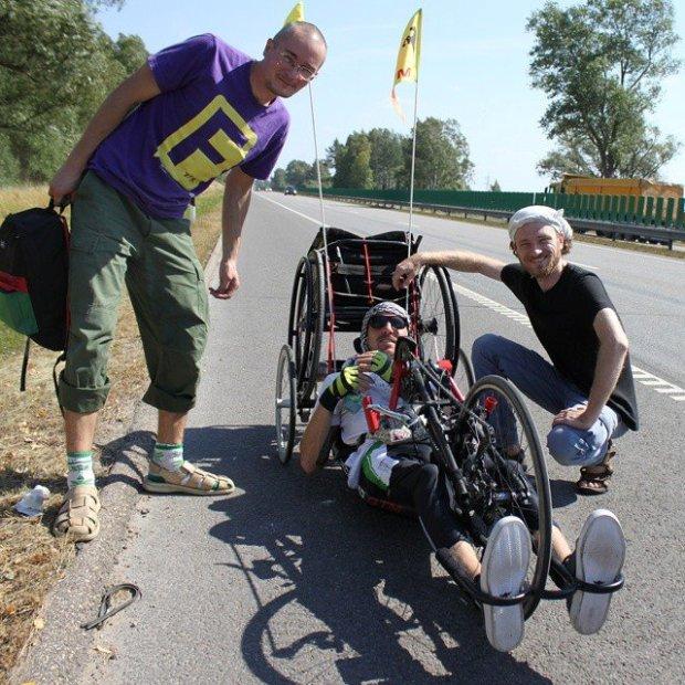 Во время путешествия к Балтике. Тогда Саша преодолел больше 500 километров, сейчас хочет проехать 6 тысяч. Фото из личного архива Александра Авдевича в «Фейсбук».