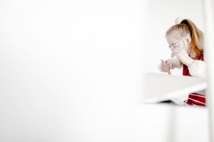 Фото: Анна Иванцова для ТД Аполлинария учится играть на пианино