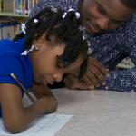 В США конкурс по чистописанию выиграла девочка без рук