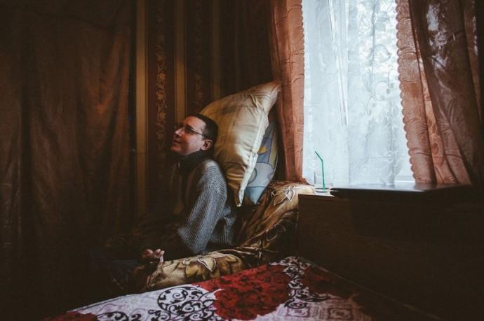Саша выражает благодарность приютившим его Татьяне и Сергею, бизнесмену Юрию Кармановичу, Сергею Гриченко, создателю сайта neinvalid.ru, и другим людям, которые стали для него близкими.
