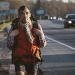 «Это же не рак, чего раскис?» Вася Пешеход идет сотни километров по трассе за любимой командой