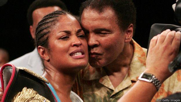Дочь Мохаммеда Али Лайла Али провела 24 боя, в которых одержала 24 победы, из них 21 нокаутом. Она носила титулы чемпионки мира по версиям IBA, WIBA и IWBF.