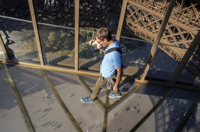 eiffel_tower_glass2-694x461