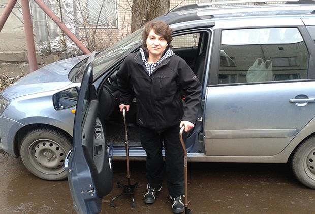 Инвалиды с заболеваниями опорно-двигательного аппарата имеют право получить водительское удостоверение категории «В» и водить машину с ручным управлением Фото: предоставлено автошколой «Априори»