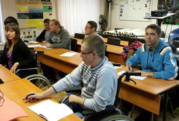 Чтобы получить лицензию, автошкола должна создать условия для обучения людей с ограниченными возможностями Фото: prava-apriori.ru