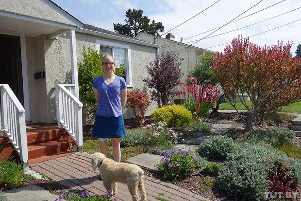 Микаэла в доме своей матери в Беркли, Калифорния.