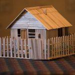 Игрушечный домик из палочек от мороженного