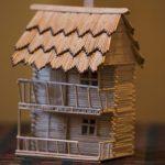 Игрушечный домик из спичек