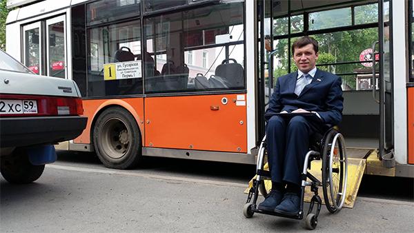 Михаил Терентьев в Перми проверяет доступность среды для лиц с ограниченными возможностями. Фото: facebook.com