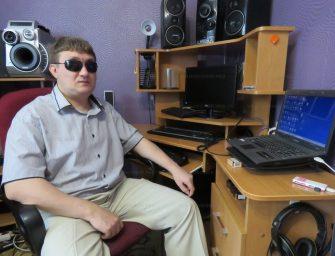 Преодоление: слепой волгодонец работает на компьютере и готовится получить диплом юриста