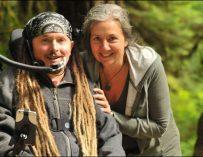Американец отправился в 500-километровое путешествие на инвалидной коляске