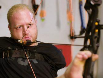 Стреляющий ногами лучник из США поразил пользователей сети