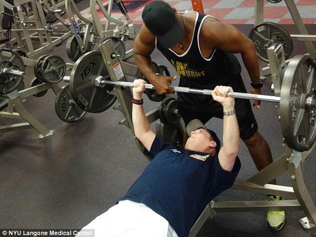 Хардисон вернулся в спортзал, о чем не мог даже помыслить до операции.