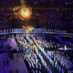 Артисты и спортсмены, выступавшие на Паралимпиаде-2016, принимают участие в церемонии закрытия Игр в Рио-де-Жанейро