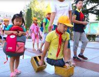 В Китае мальчик, потерявший обе ноги во время аварии, пошёл в школу