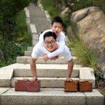 «Борьба с собственными страхами». Мужчина и мальчик без ног, практически покорили вершину в Китае