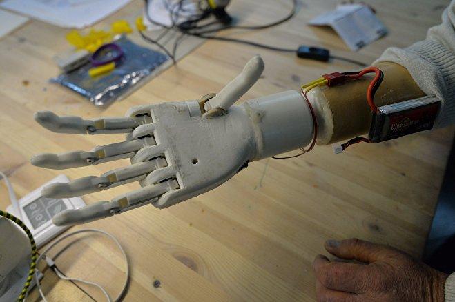 © Sputnik / Виктор Толочко Сейчас разработчики ищут тех, кто поможет недорого разработать дизайн протеза, чтобы с ним можно было появляться в общественных местах