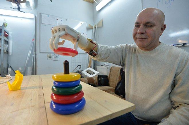 © Sputnik / Виктор Толочко Работа над протезом шла два года, активно тестировали его две недели