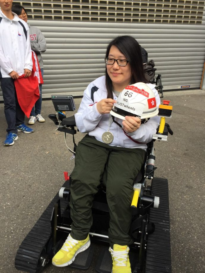 Пилот команды Гонконгского университета Кларенс