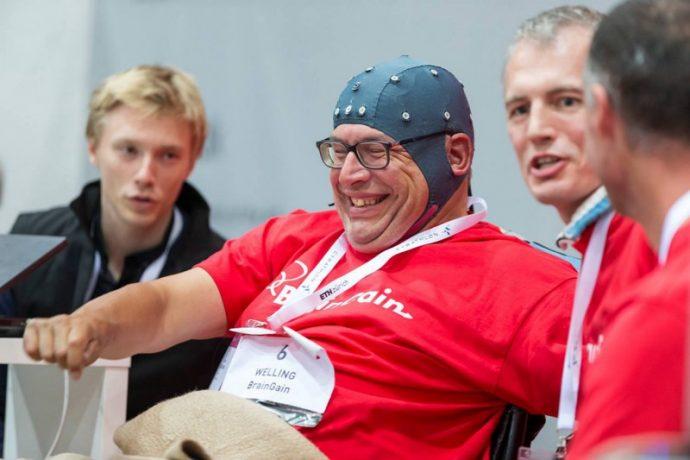 Нума Пужюли, пилот команды BrainTweakers (Швейцария) после объявления финального результата. Победа конечно!