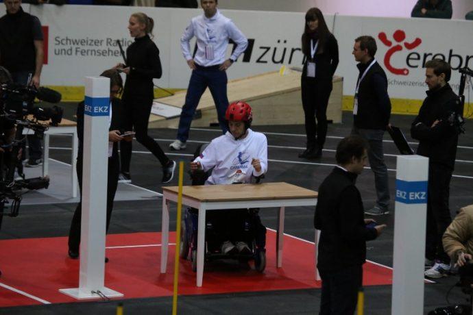 Юрий Ларин, тетраплегик, пилот команды Caterwil уверенно начал прохождение трассы
