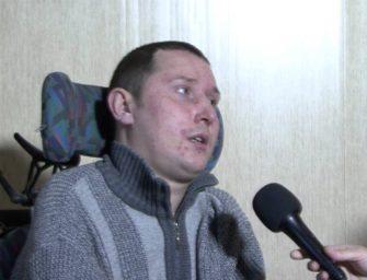 Как парализованный парень помогает людям