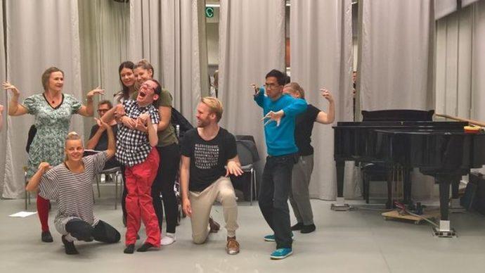 Репетиция оперы «Шанхай», Юкке (Йоаким Рагнарссон) в центре / Фото: София Александерссон