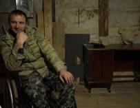 «Это вернуло меня к жизни»: после автомобильной аварии инвалид-колясочник из Ильинского научился вырезать из дерева головы животных