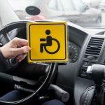 Автомобильные наклейки со знаком «Инвалид» могут изъять из свободной продажи в Москве и персонифицировать