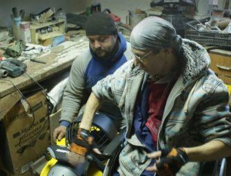 Парапутешественник-экстремал создал первую в РФ инвалидную коляску для дайвинг