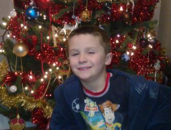 Мальчик с редкой болезнью впервые проснулся на Рождество