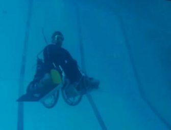 Российский изобретатель придумал инвалидную коляску для подводного плавания