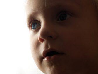 К ревущей дочке подполз мальчик-инвалид и сказал: не плачь