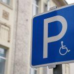 Инвалидам упростят доступ к бесплатной парковке