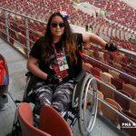 В Яшкуле девушка в инвалидном кресле убирает мусор
