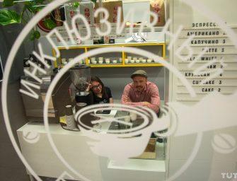 «Вложил около восьми тысяч долларов». Колясочник из Лиды открыл в Минске необычную кофейню
